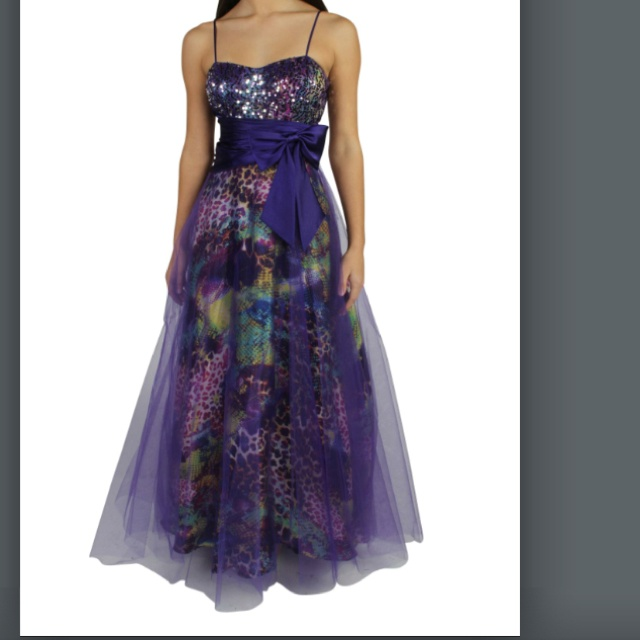 I want this dress for prom!!(;