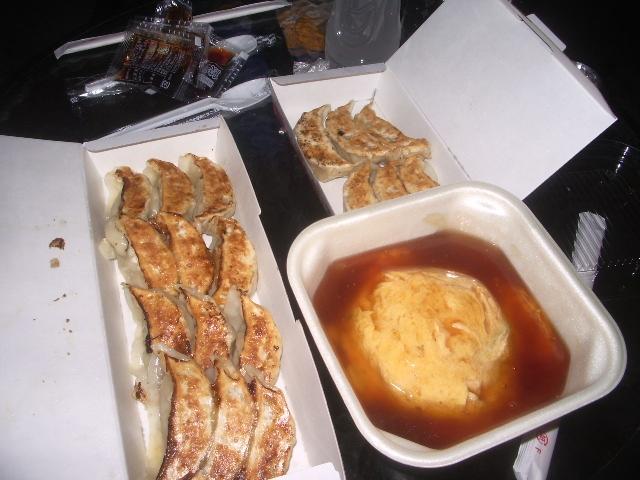 餃子&天津飯 gyoza (Japanese crescent-shaped pan-fried dumplings ...