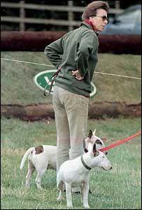 H πριγκίπισσα Άννα προτιμάει το γκολφ ή τους σκύλους της;