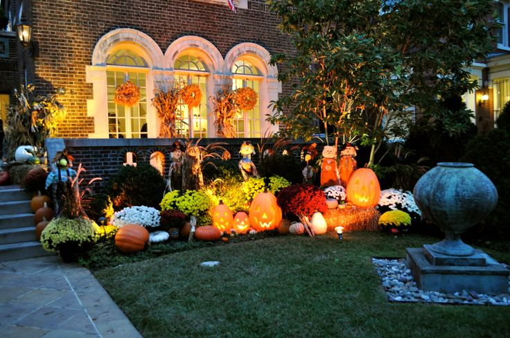 Fall outdoor decorating ideas fall things pinterest for Images of fall decorations outside