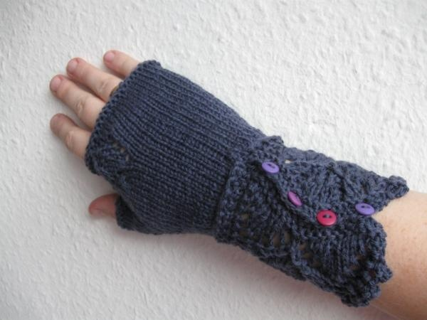 Veyla mittens knitted by Worsted Knitt | Knit - Heads, Hands & Feet ...