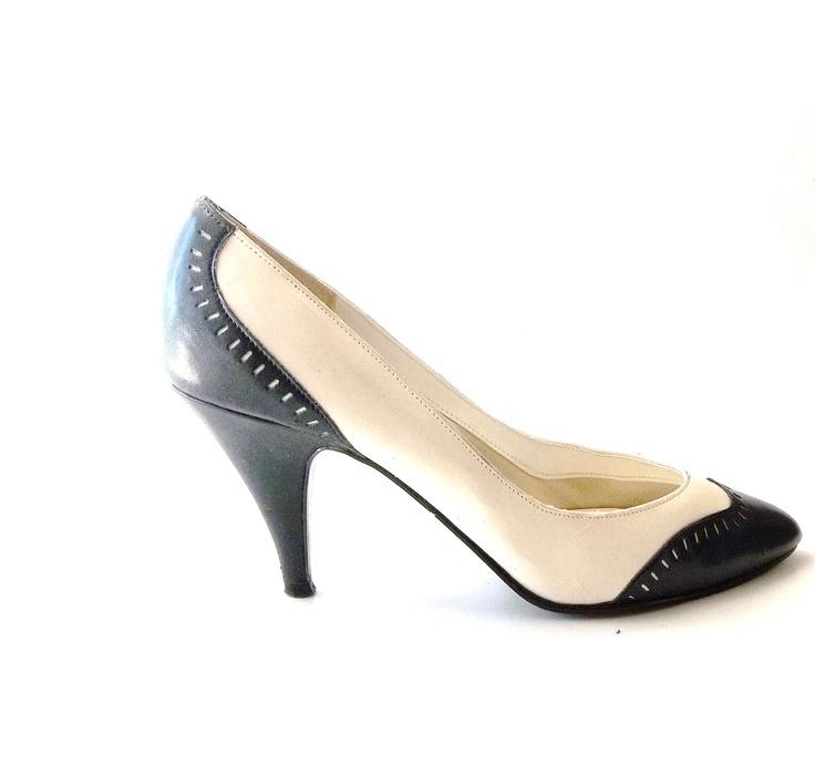 Vintage 60s. 70s. Womens Shoes. Pumps. Heels. Spectator. high heels