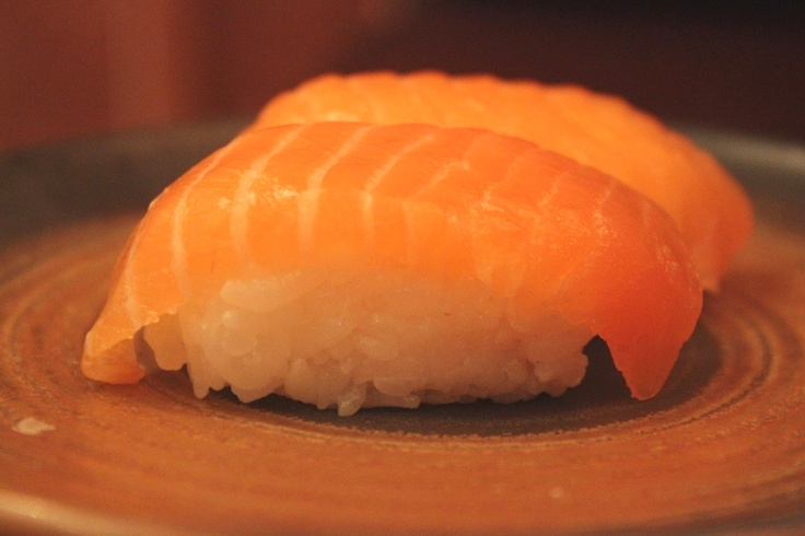how to prepare raw salmon for sushi
