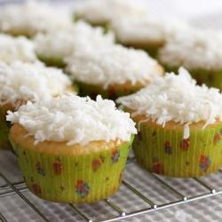 lemon/coconut cupcakes   food&drinks   Pinterest