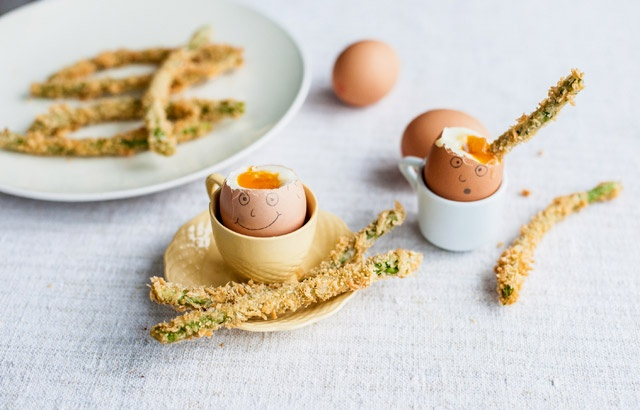 Happy face egg with crispy asparagus soldiers | Recipe