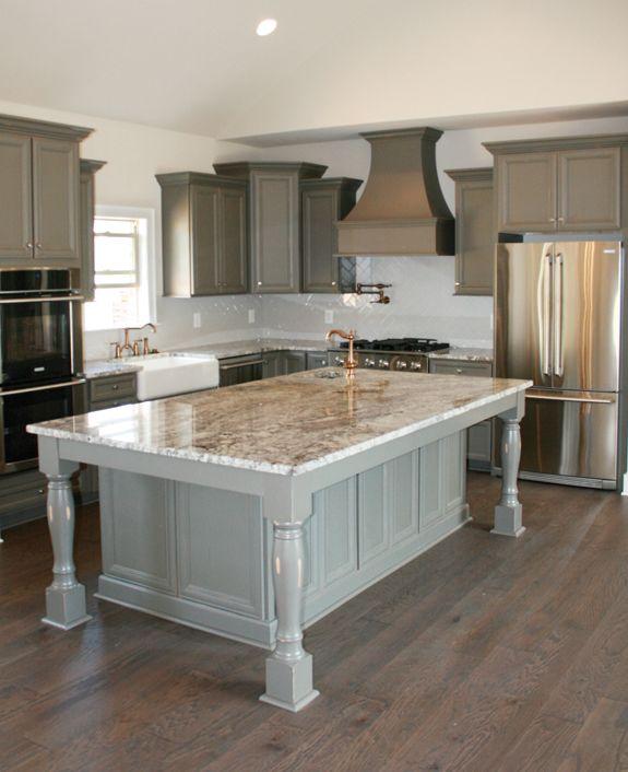 Kitchen Cabinets Height For 10 Foot Ceilings: Isla Decoración Cocina Con Mesada De Granito #1419259887