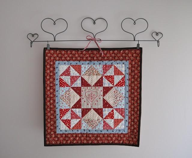 mini Valentine quilt. No instructions!