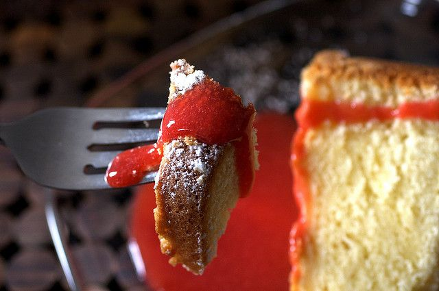 cream cheese pound cake + strawberry coulis