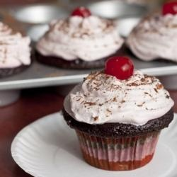 Chocolate Cherry Cupcakes   Cupcakes for Emmalee   Pinterest