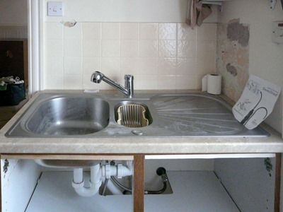 Utility Room Sink Unit : 89 Sink installed. All the plumbing now works. The doors have been ...