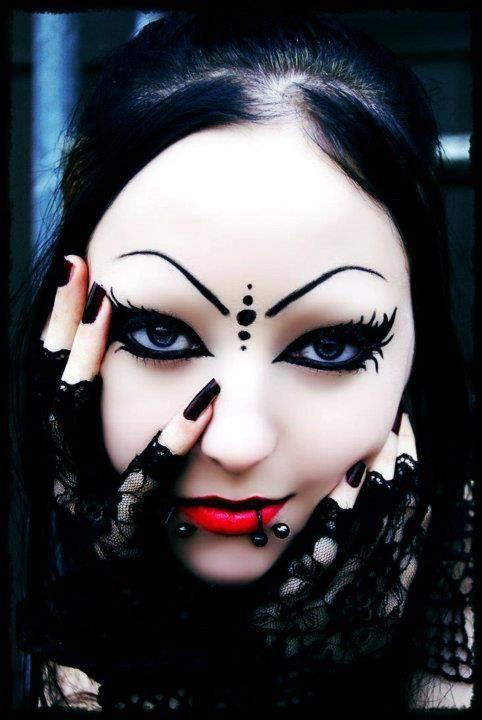 #Goth girl make-up Gothic Pinterest