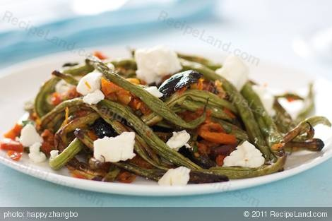 Mediterranean roasted green beans with goat cheese...now to get some ...