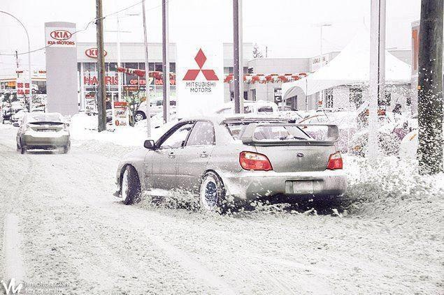 subaru impreza in snow