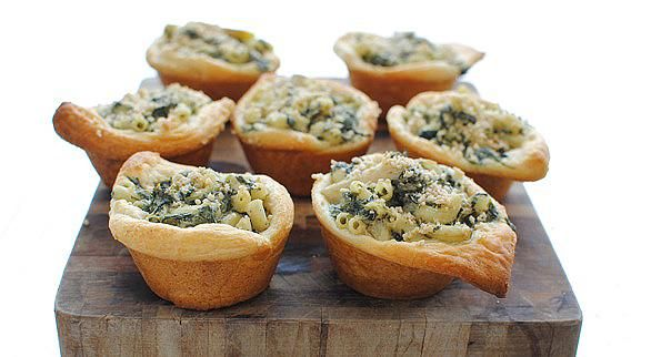 Spinach and Artichoke Mac 'n Cheese Cups topped with a crunchy Chex ...
