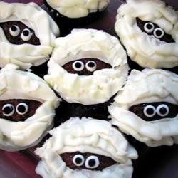 Scary Mummy Cupcakes | Holidays | Pinterest
