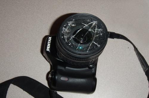 Cámara de fotos con lente rota