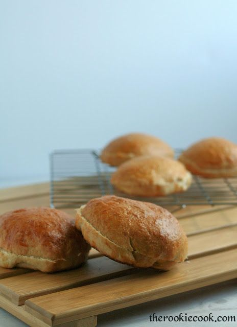 The Rookie Cook: {Quick & Easy} Homemade Whole Wheat Hamburger Buns