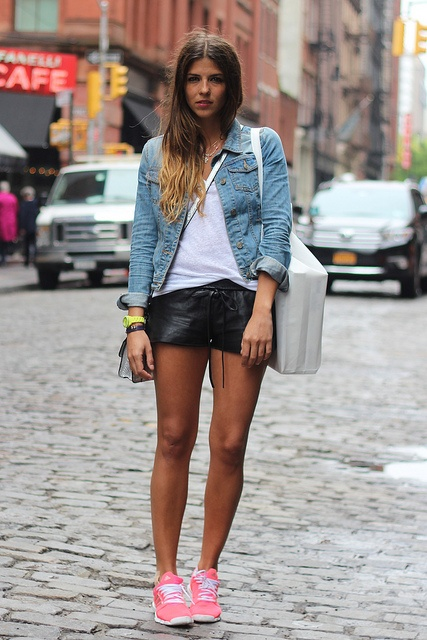street_style-look-outfit-running-pink-leather_shorts-messenger-denim_jacket-cuero-zapatillas-chaqueta_vaquera-sporty_look-agatha-soho-NY-spring_summer_2013-trendy_taste by Trendy Taste, via Flickr