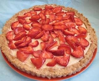 Raw strawberry tart. | Yummy Desserts | Pinterest