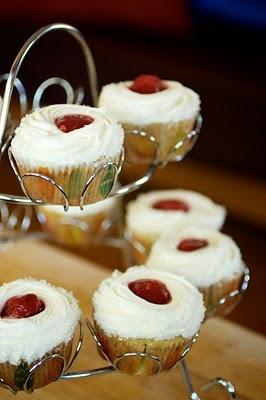 Reagan's Choice! Strawberry Banana Cupcakes-substitute cream cheese ...