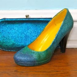 Step by step DIY for giving an old pair of shoes a bit of sparkle.
