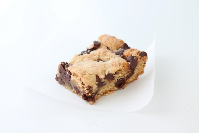 ... Blog that Celebrates Life: Chocolate Chip Salted Caramel Cookie Bars
