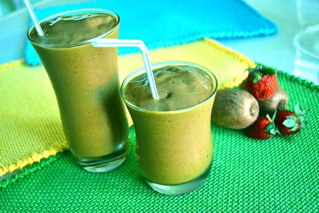 strawberry kiwi smoothie 1-2 tablespoons flaxseeds 2 cups fresh ...