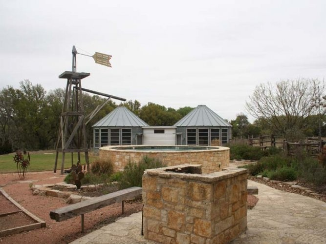 Hill Country Bungalow Near Luckenbach Tx Swimming