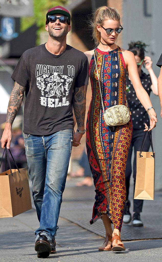 maroon 5 singer dating victorias secret model South african-namibian model behati, 28, has been a vs angel since 2009, walking in nine consecutive shows for the brand a top high fashion model too, behati has graced countless vogue covers and had ad campaigns for numerous fashion houses she is married to maroon 5 frontman adam levine,.