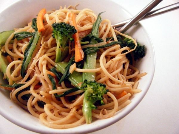 Spicy Noodle Stir-Fry with Chicken and Bok Choy #asecondonthelips