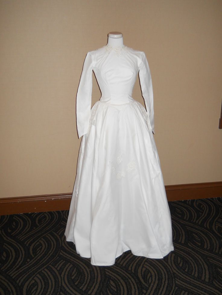 Bridal Gowns 50 Year Old : Wedding dressses