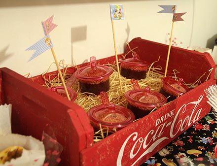 Arraial com Chá de Cozinha - http://www.chocolatesemcalorias.com.br/Arraial-com-Cha-de-Cozinha  #Arraial #Caipira #festajunina #Chadecozinha #DIY #cocacola #party