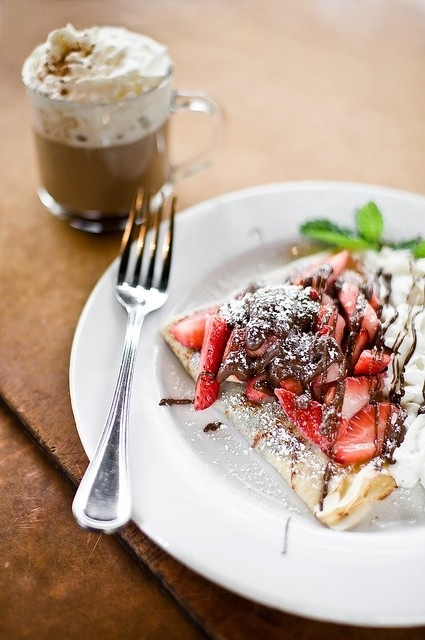 Strawberry and Nutella Crepe | Food/Drinks | Pinterest