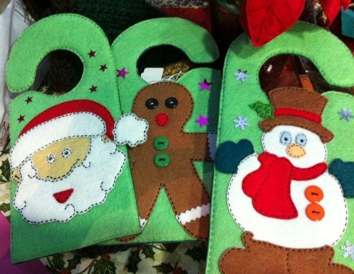 Colgante de Navidad para las puertas.   lacassadelarbol@gmail.com