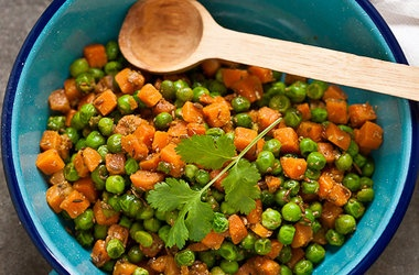 Quick Stir Fried Peas and Carrots - In Her Lunchbox — Punchfork
