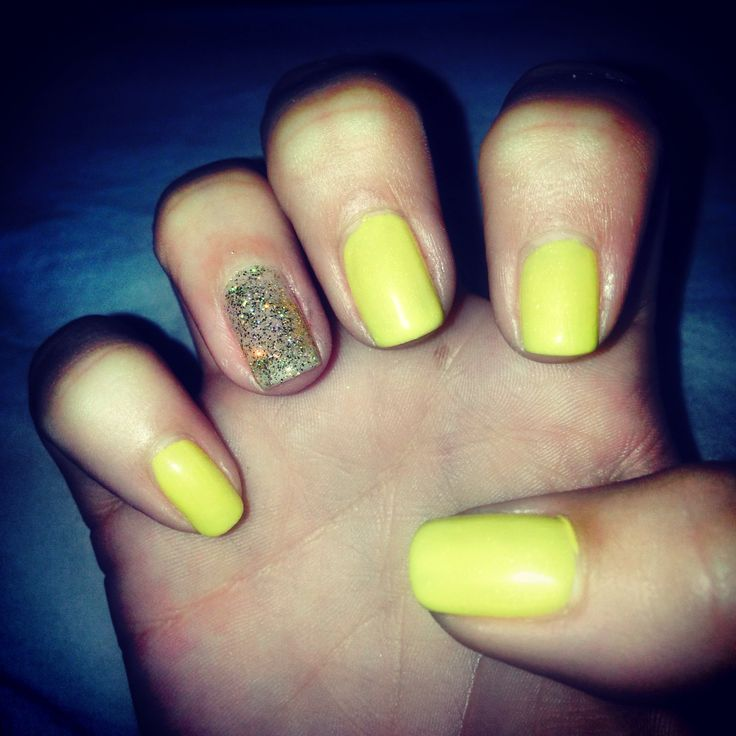 Yellow and gold gel nails | Nail art | Pinterest