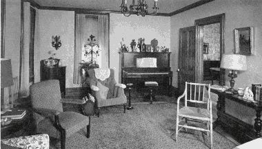 Middle class living room in the 20 s 1920 s homes pinterest