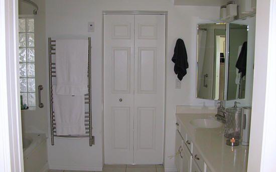 Folding Bathroom Doors : Bifold door knob placement