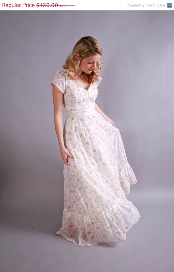 25 off sale!  1970s gunne sax dress . 70s pink and white floral full length gunne . by coralvintage www.coralvintage.etsy.com