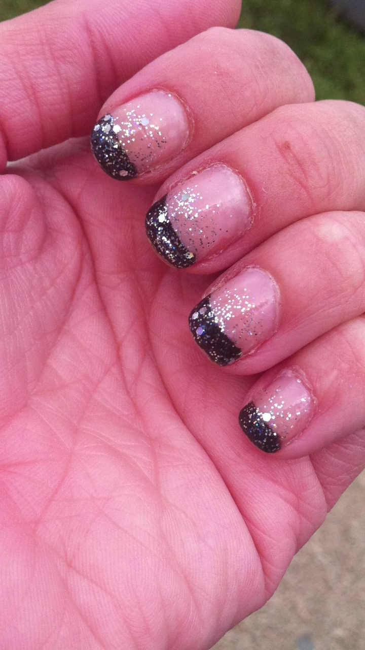 Glitter black tip french manicure - 295.5KB