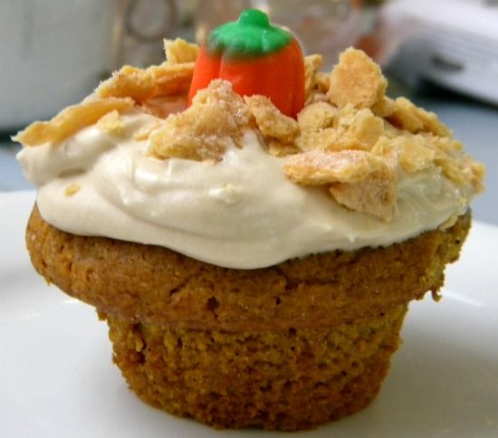 Pumpkin Pie Cupcakes with cream cheese filling http://www ...