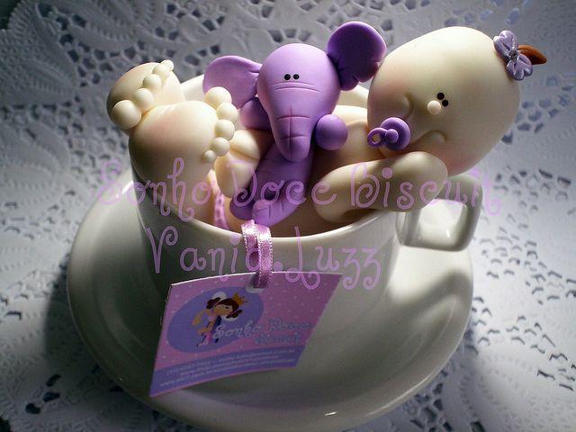 Topo de bolo chá de bebê para minha sobrinha Lívia by Sonho Doce Biscuit *Vania.Luzz*, via Flickr