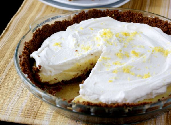 Lemon Cream Pie - I LOVE Marie Callender's lemon cream pie so ...