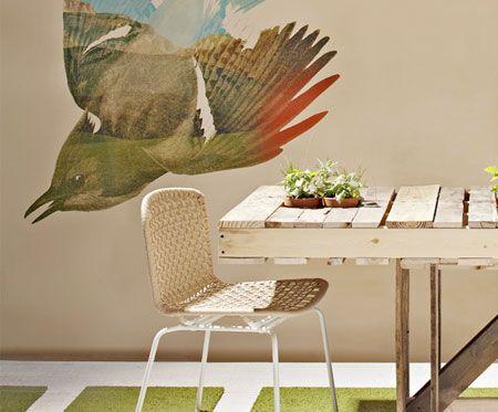 Mesa de jantar feitas com vários pallets e com toque provençal