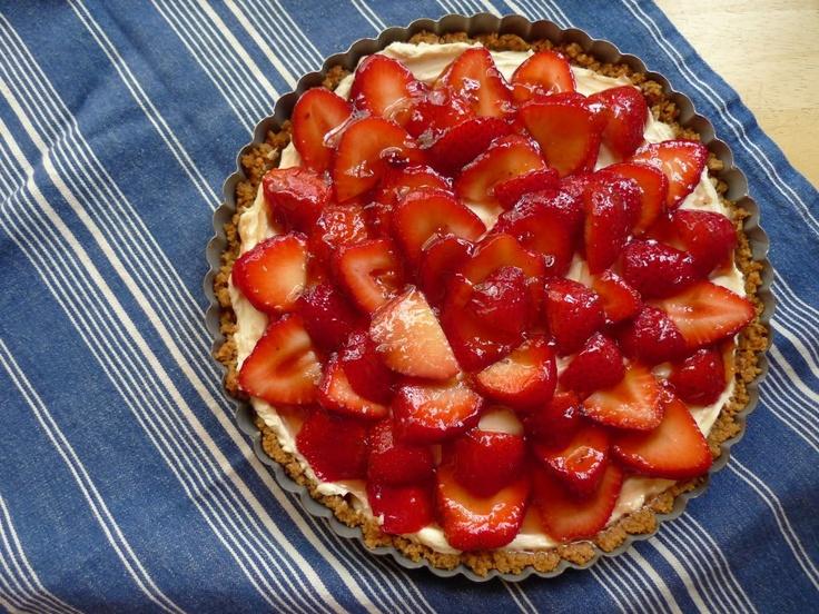 Strawberry, Mascarpone & Gingersnap Tart | Dessert | Pinterest
