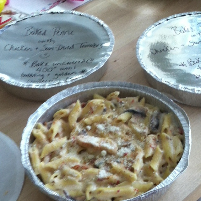 Baked penne with chicken, mushrooms and sun-dried tomatoes ;)