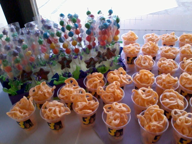 100 vasos con variedad de botanas 25 vasos de chicharr n for Bases para mesas chile