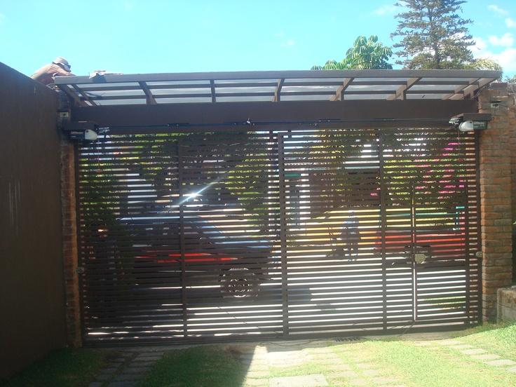 Porton de rejas horizontales hierro forjado pinterest for Verjas para puertas