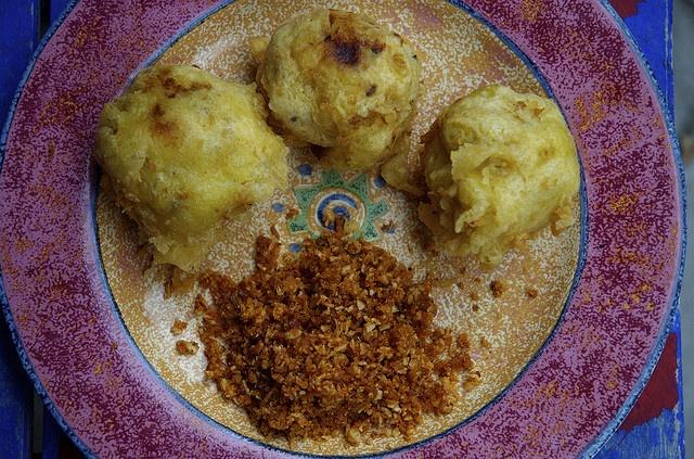 Batata vada - potato fritter, India | Things I Want to Eat | Pinterest