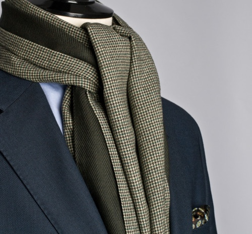 bergandberg: Dots and Houndstooth. Not bad scarf patterns.